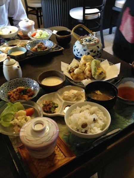 神鍋高原のてっぺん!蘇武トンネル入り口の手前においしい豆腐料理専門店が... 豆腐料理をまんきつ